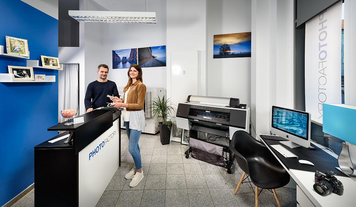 Photofactory Dortmund Portraitstudio für Passbilder, Visumfotos und Bewerbungsfotos. Foto Dietrich Hackenberg